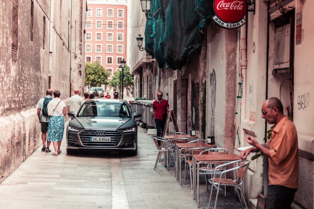 Audi A8 in Valencia - Alley
